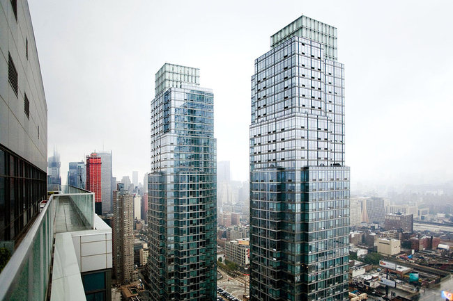 Affordable-80-20-housing-manhattan-rental-apartments-silver-towers2