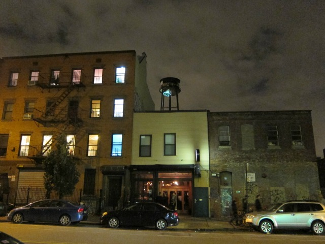 Brooklyn-rental-apartments-greenpoint-night-2
