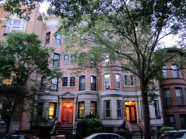 Brownstone-brooklyn-rental-apartments-lights-on1