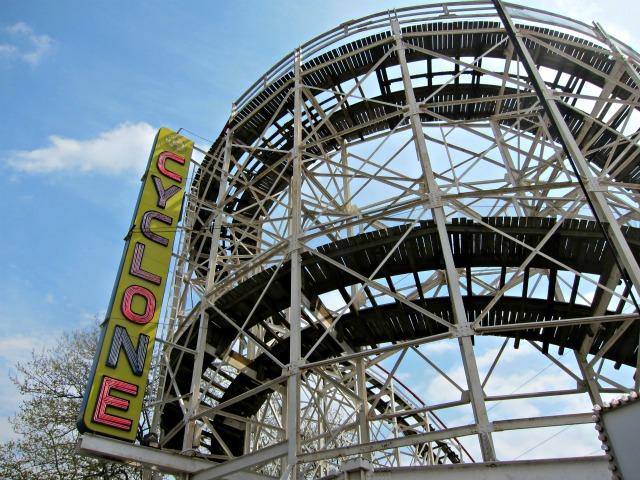 Coney-island-cyclone-wooden-roller-coaster-1