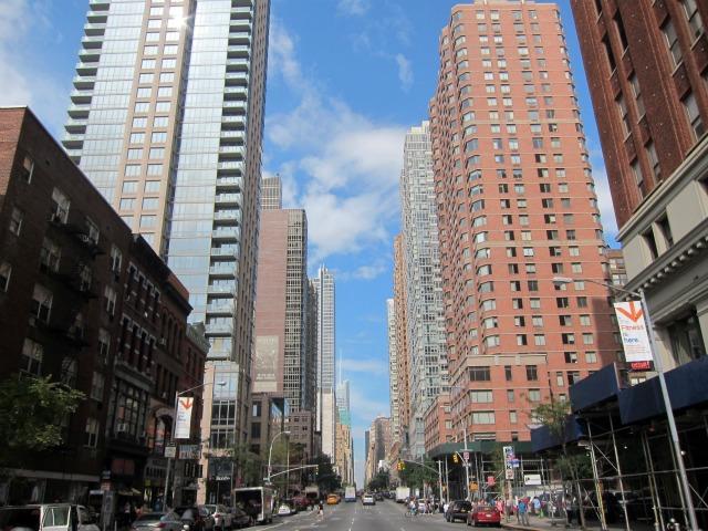 Manhattan-rental-apartments-paying-rent