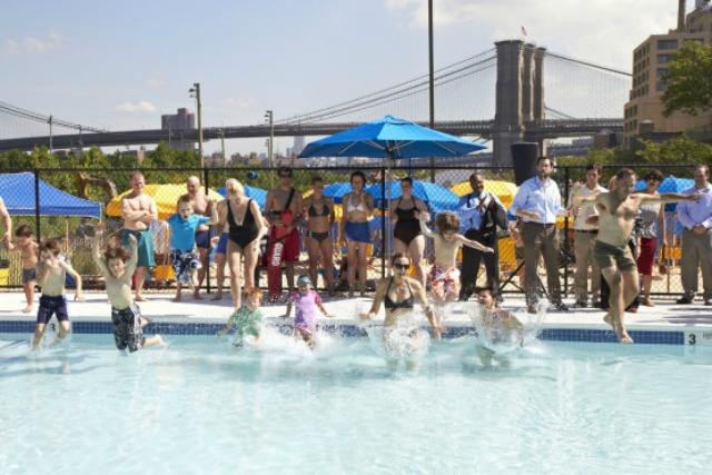 Nyc-public-pools-brooklyn-bridge-park-pool-3